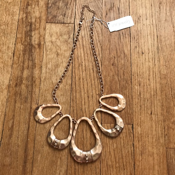 Jewelry - NWT Rose Gold Copper Metal Bold Statement Necklace